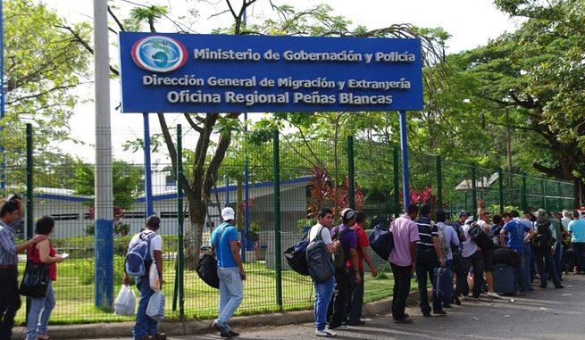 migración cambia formato del carnet para solicitantes de refugio y